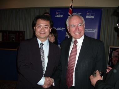 2007年9月澳洲彩虹鹦国际作家笔会会长巫朝晖先生应邀出席澳洲国家第一领导人约翰·霍华德总理(在任时)举办的特邀酒会。